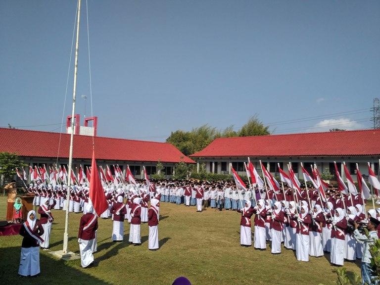 2500 Santri Balekambang melaksanakan Upacara HUT RI Ke-71